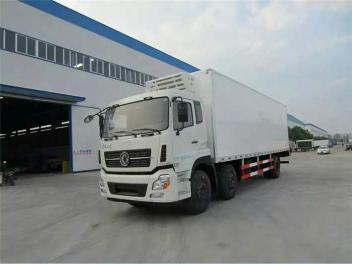 东风天龙小三轴冷藏车(9.5米)